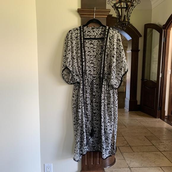 NISSE Kimono Black and white Size US 6